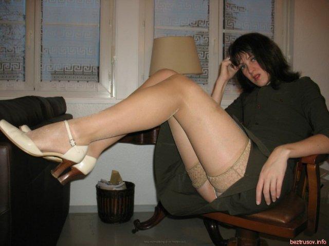 На любительский фото пьяные женщины показывают сиси