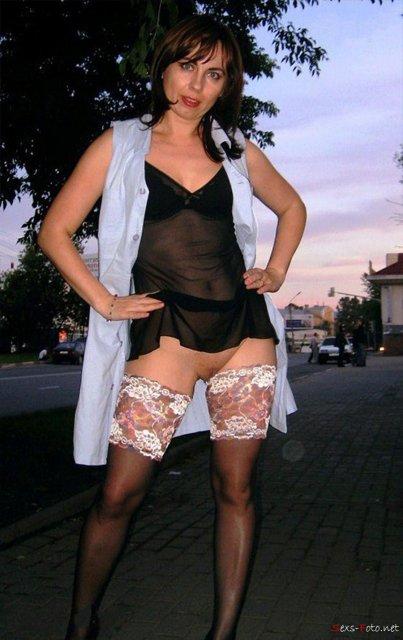 На любительский фото молодые сучки без лифчика