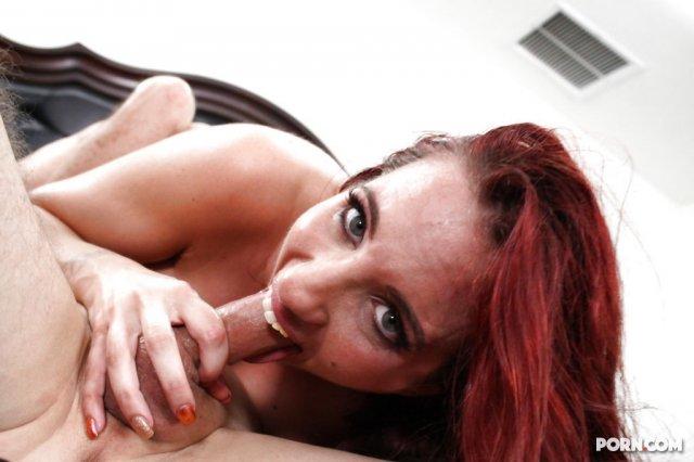 На секс фото рыжая сука доминирует и ебётся