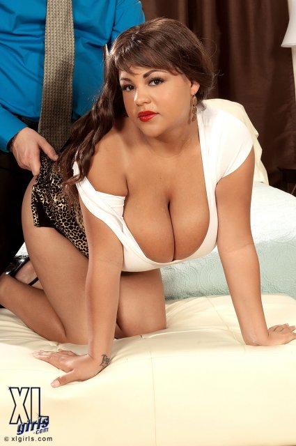 Жирная жена на фото бесплатно соблазняет буферами