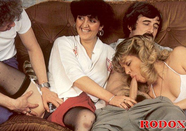 На фото бесплатно групповой секс с кудрявыми дамами