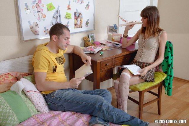 Юная девочка занимается сексом после куни