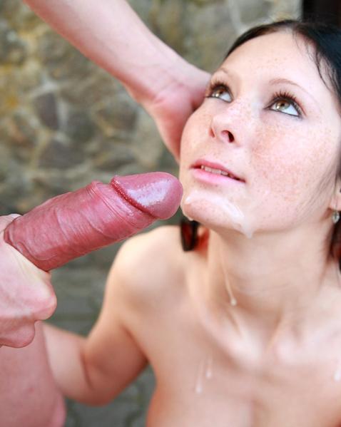 Страстный секс на улице с тёлочкой после нежного минета