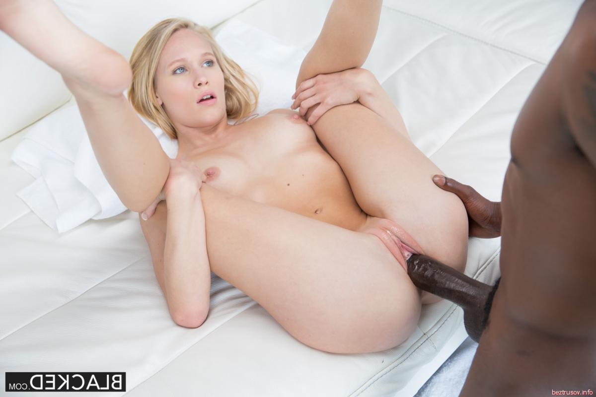 Порно секс девка трахает девку своим хуем — photo 9