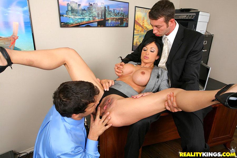 Смотреть секс директор издевается над секретаршей
