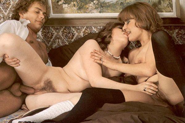 Секс втроём на бесплатных ретро фото до оргазма
