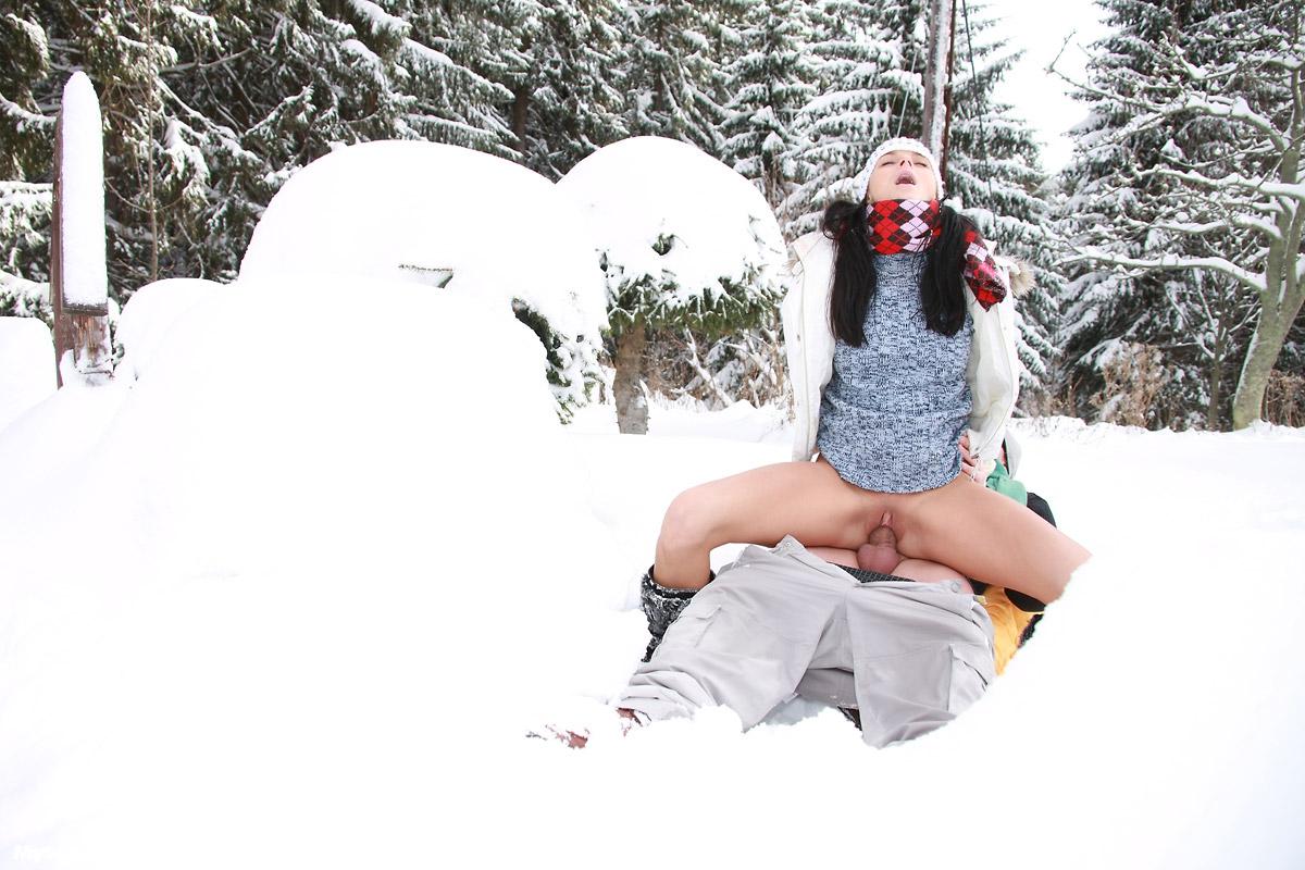 тому секс на снегу зимой фото еле успела