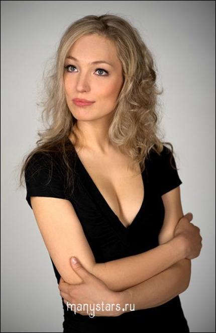 Знаменитая голая Анна Карышева в сексуальных позах
