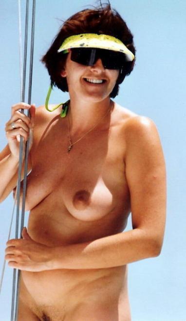 Зрелые нудистки грузинки на пляже и дома голые