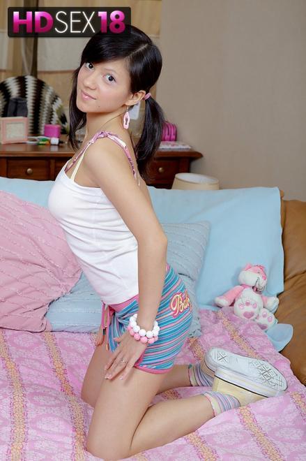 Азиатка школьница занимается сексом в детском порно