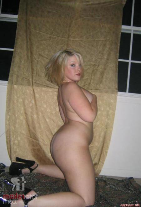 Жопастая баба блондинка с широкими бёдрами в разных позах