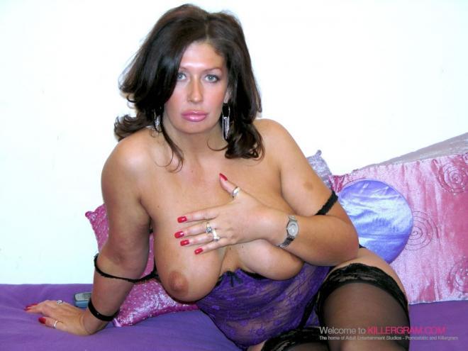 Сексуальную бабу в чёрных чулках трахает негр в вагину