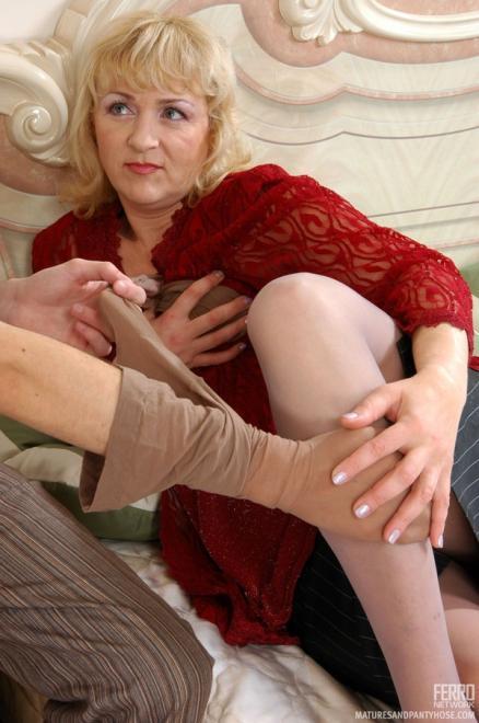 Взрослые женщины в колготках порно