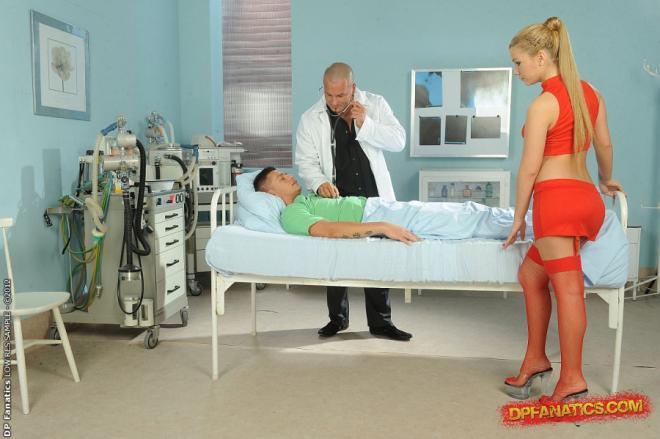 Гэнг бенг для медсестры в красном белье