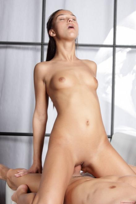 Развратные фото с девочкой подростком с сексом