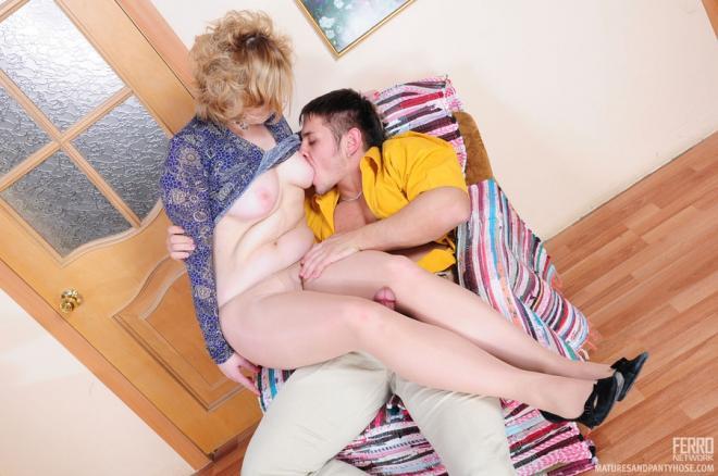 Русская мама стонет от куни и трахается в пизду