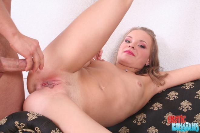 Русское порно с молоденькой симпатичной студенткой