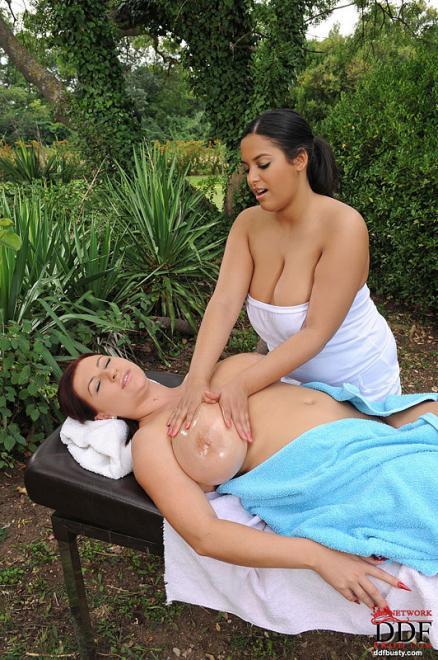 Лесбийский секс массаж и вибратор в письке на свежих фото