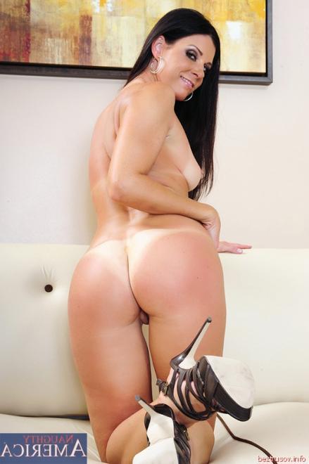 Шикарная длинноволосая латинка занимается любовью на секс фото у бассейна