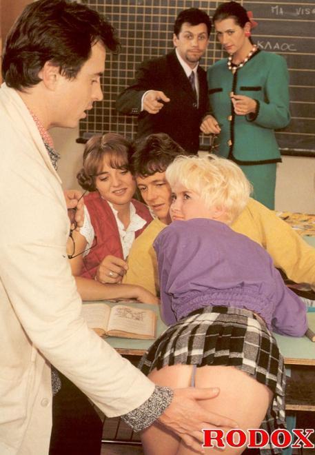 Бесплатные ретро фото групповой ебли школьниц в классе