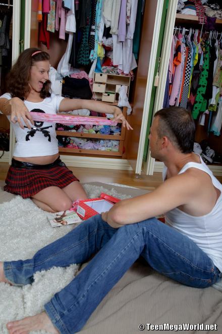 Фотографии порно ебли в очко и пизду девушки подростка