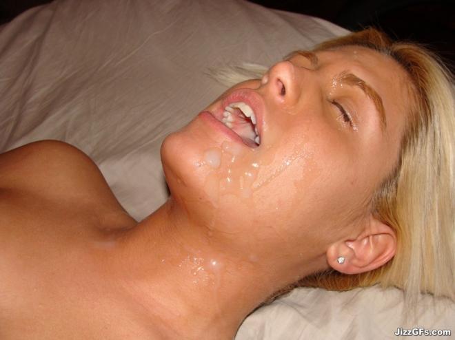 Фаллоимитатор во рту и сперма на лице рыжей малышки
