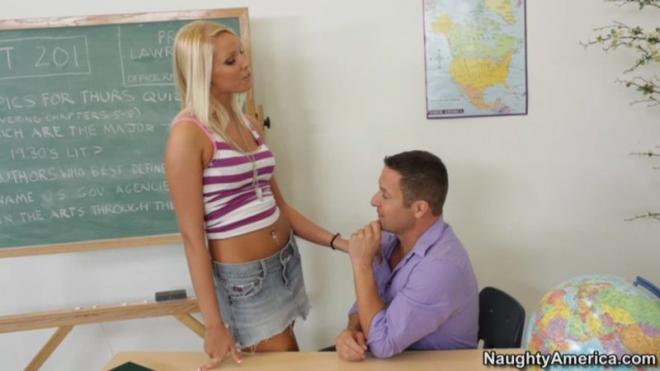 Препод кончает на студентку после секс в вагину в классе