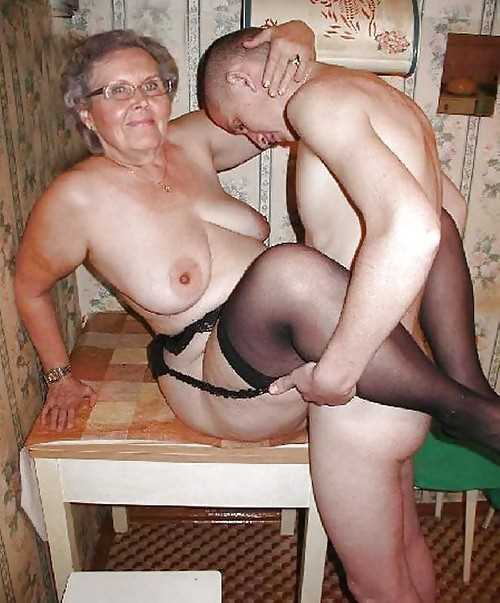 Сисястые бабули ебутся с малолетками и лесбиянками
