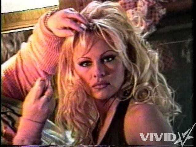 Голая Pamela Anderson на яхте сосёт член