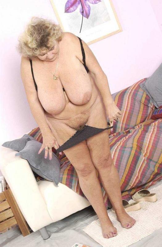 Эротика от 50 ти летней старушки в нижнем белье