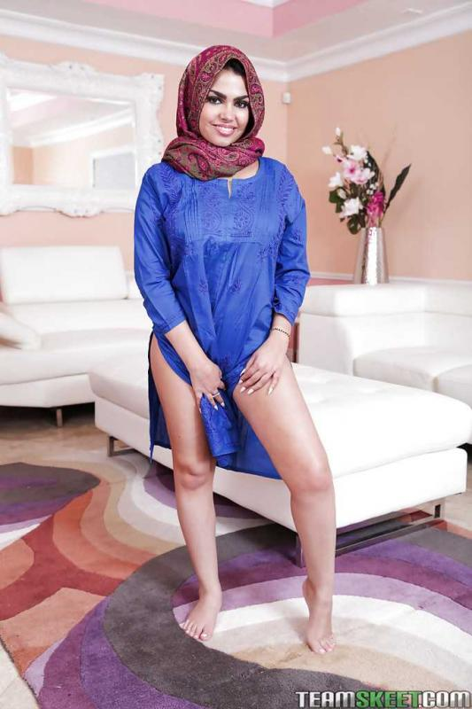Шикарная задница и гладкая пизда в арабском порно