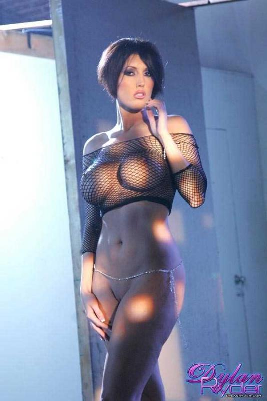 Высокая женщина порно модель без трусов