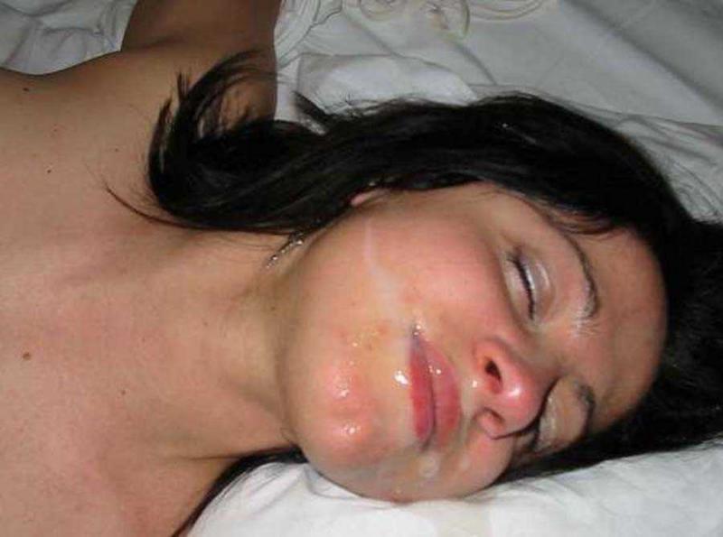 Конча на лице и половых губах в домашнем порно