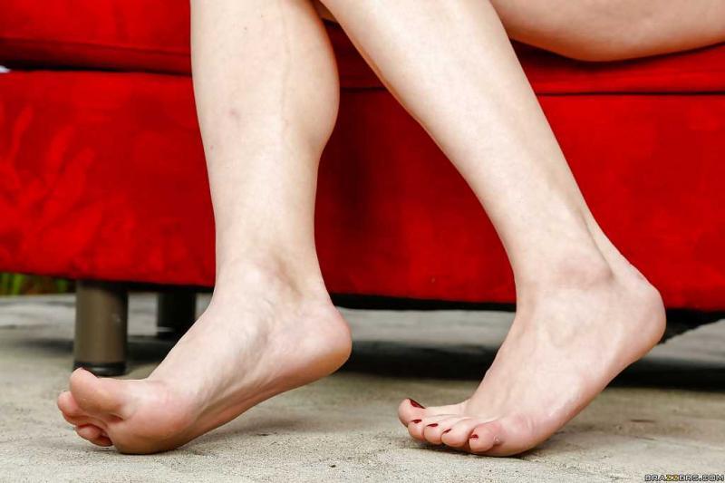 Звезда фото в сексуальном белье и чулках с голой писькой