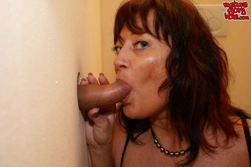 Русская мама сосёт член и занимается еблей в глори холл